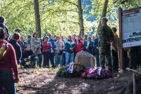 Uctění památky obyvatelům Vařákových pasek
