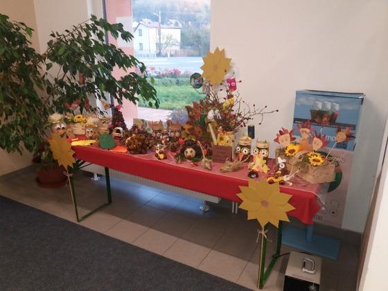 Podzimní výzdoba před OÚ a MŠ