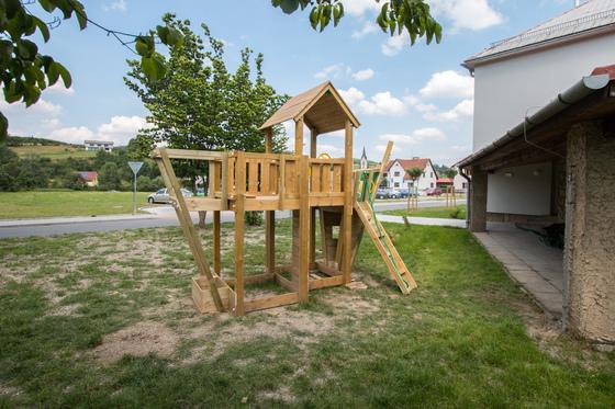 Nové workoutové a dětské hřiště u školky