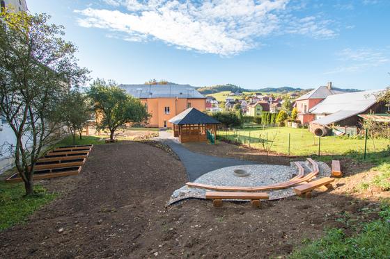 Školní zahrada v přírodním stylu